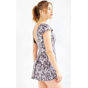 🌿Urban Outfitters-Kimchi Blue Gray Floral Romper